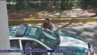 Policía se persigna después de recibir 'mordida' en la CDMX