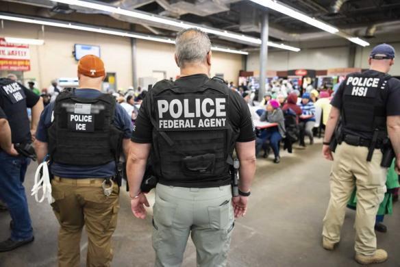 SRE reporta ocho mexicanos detenidos durante redadas en Misisipi, EU