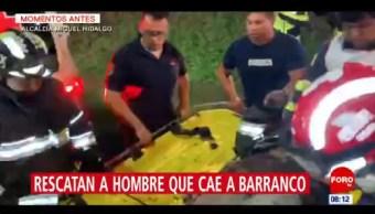Rescatan a hombre que cayó a un barranco en la CDMX