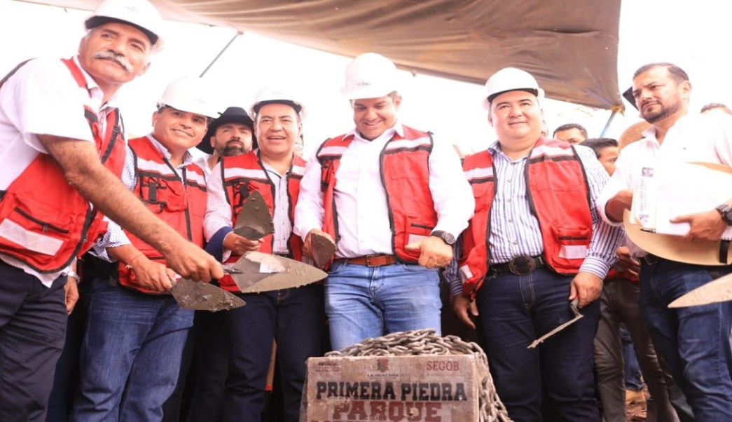 Ricardo Peralta coloca primera piedra de parque agroindustrial en La Huacana