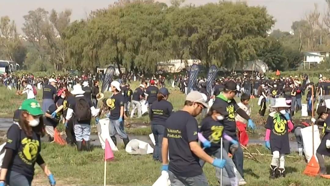 Foto: Colaboradores de Grupo Televisa participaron en la limpieza de la limpieza de la laguna de la Piedad en Cuautitlán Izcalli, Edomex, el 17 de agosto 2019 (Noticieros Televisa)