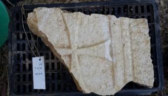 CCruz tallada en piedra de la Iglesia de los apóstoles.