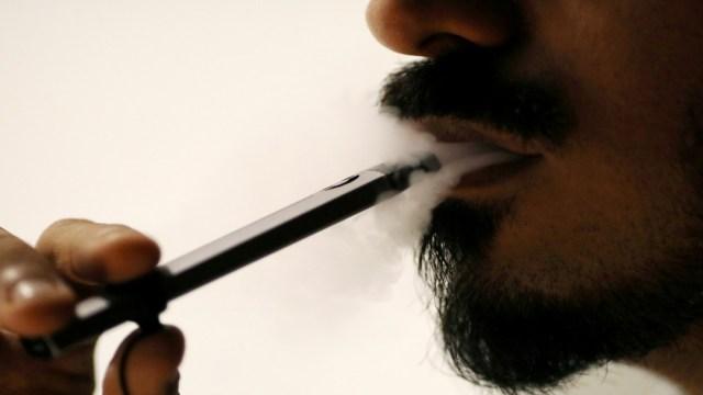 EEUU registra posible primer caso de muerte por uso de cigarros electrónicos