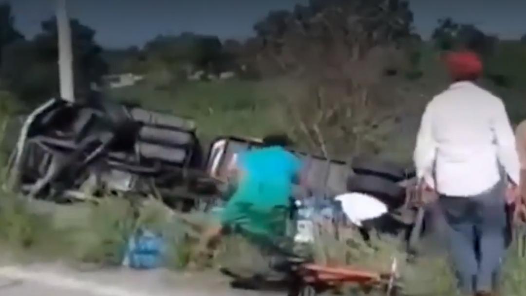FOTO Video: Rapiña de leche en carretera Campeche-Mérida (FOROtv)