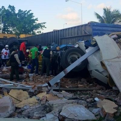 Tráiler se queda sin frenos y provoca accidente sobre la carretera Veracruz- Xalapa; reportan tres muertos