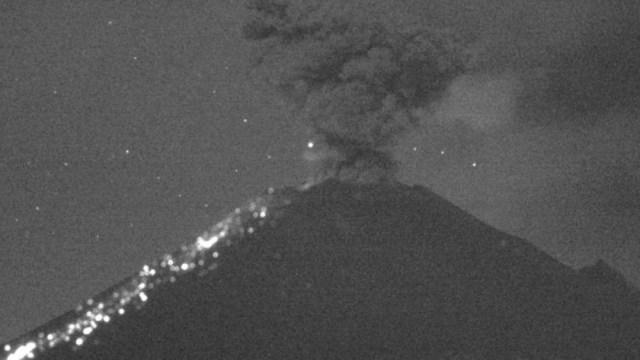 A las 05:55 horas se registró una explosión que arrojó fragmentos sobre la ladera del volcán Popocatépetl, 25 agosto 2019