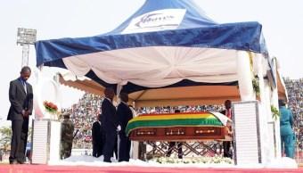 Foto: Mugabe falleció en Singapur la semana pasada, 12 de septiembre de 2019 (EFE)