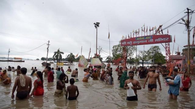 """Foto: Entre el sábado y el domingo las precipitaciones superaron en un """"1.000 %"""" la media diaria de lluvia en algunas zonas de Bihar, 30 de septiembre de 2019 (EFE)"""