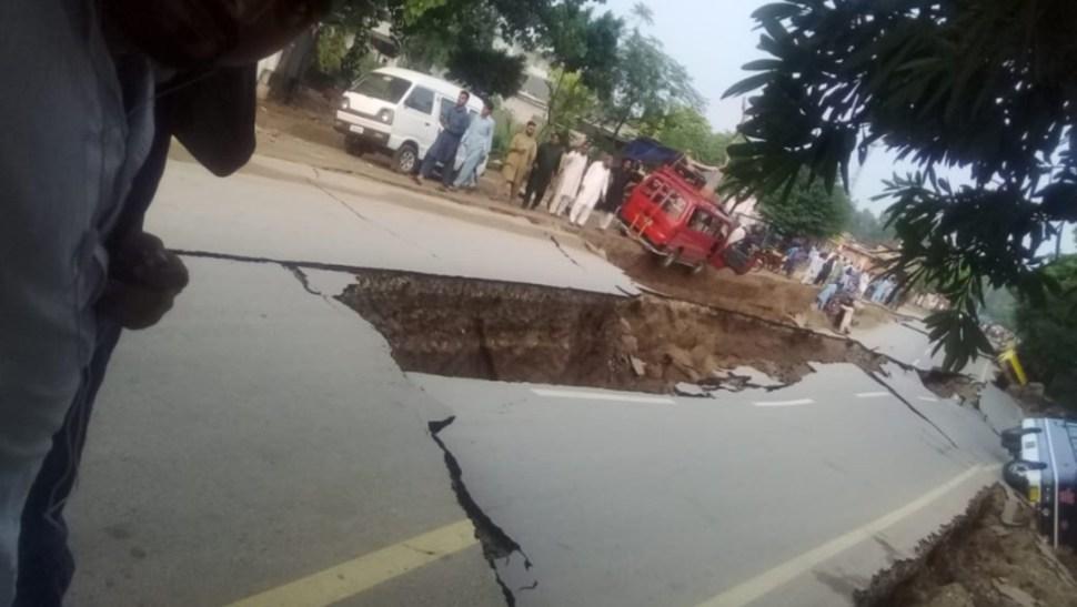 Foto: Un temblor de magnitud 7,5 grados causó 220 muertos, 1.656 heridos y daños en 10.586 casas en 2014 en Pakistán, 24 de septiembre de 2019 (Twitter @SismoMundial)