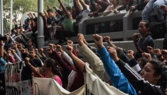 Aspectos de la protesta de los padres de Ayotzinapa en la FGR. (MARIO JASSO /CUARTOSCURO)