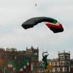 Foto: Canto Galicia invitó a las mujeres mexicanas a dedicarse al paracaidismo en la Secretaría de la Defensa porque es una institución muy noble, 16 de septiembre de 2019 (EFE)