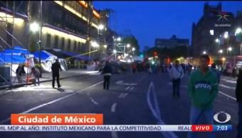 Comerciantes bloquean accesos a Palacio Nacional, en CDMX
