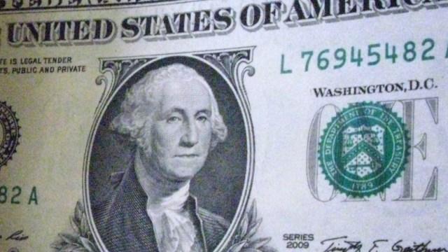 FOTO Dólar inicia semana con ligera ganancia, en 19.82 pesos (AP, archivo)