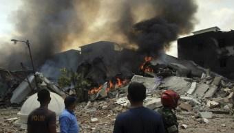 Foto Los restos del avión quedaron sobre el tejado de varias viviendas del barrio Junín, 15 de septiembre de 2019 (Twitter @soyactualidad)
