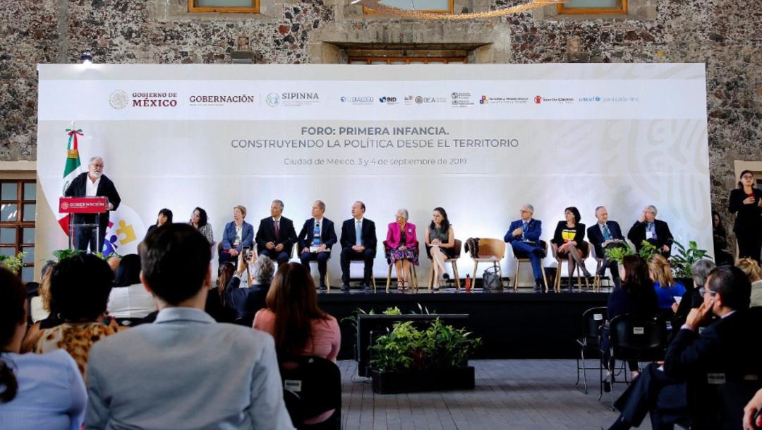 """Foto: Alejandro Encinas habló tras participar en el foro """"Primera Infancia"""", al que también asistió la secretaria de Gobernación, 3 de septiembre de 2019 (Twitter @A_Encinas_R)"""