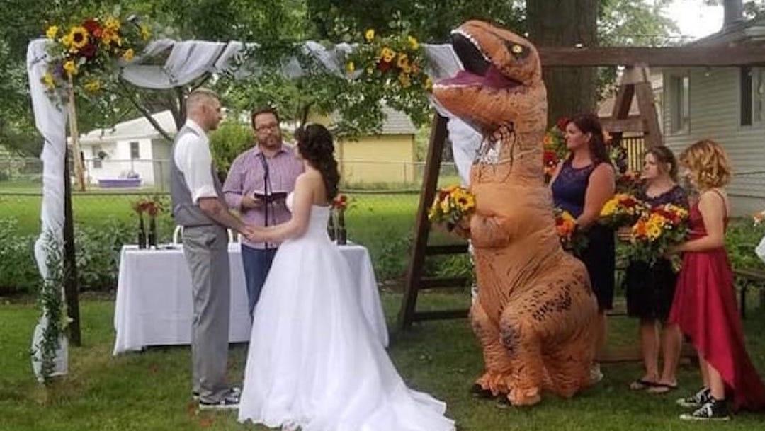 Disfraz-Dinosaurio-Tiranosaurio-Rex-Dama-honor-Boda