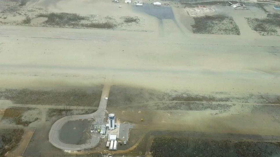 """Foto: El aeropuerto de las islas Abaco quedó inundado por el huracán """"Dorian"""". Reuters"""