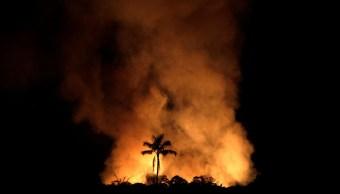 Foto: Un incendio quema un tramo de la selva amazónica brasileña cerca de Porto Velho. Reuters