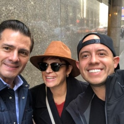 Turistas presumen en redes fotos con Peña Nieto en Nueva York