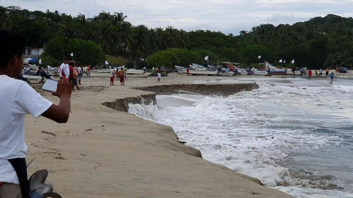 Foto: Mar de fondo en la bahía principal de Puerto Escondido, Oaxaca. Twitter/@CEPCO_GobOax