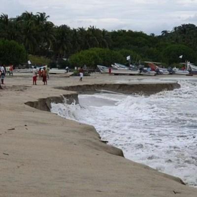 Playa en Oaxaca se hunde por extraño fenómeno