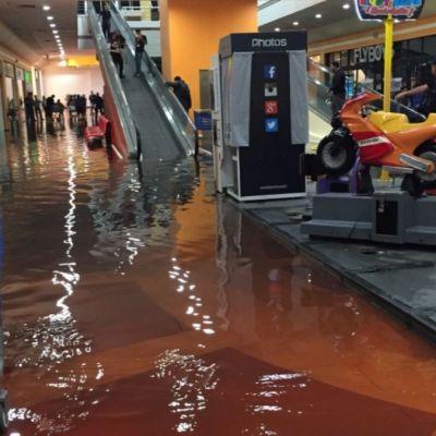 Clausuran Plaza Aragón y se inunda por tormenta
