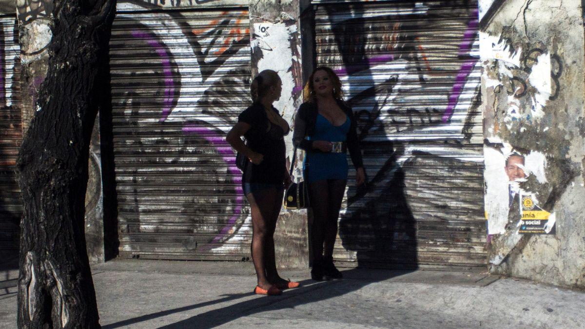 Fotos: Dos sexoservidoras trabajando sobre avenida Tlalpan, en la Ciudad de México. Cuartoscuro