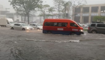 Foto: La tormenta provocó caos vial en las calles de Villahermosa, Tabasco. Twitter/@XEVATabasco