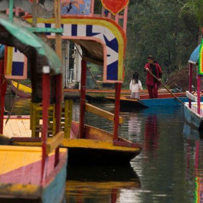 Una botella o tres cervezas, con chalecos salvavidas y sin bocinas, así se podrá visitar las trajineras de Xochimilco