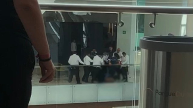 golpean a delincuente que robo tienda de discos (1)