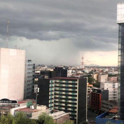 'Hongo de lluvia' sobre oriente de la CDMX se vuelve viral