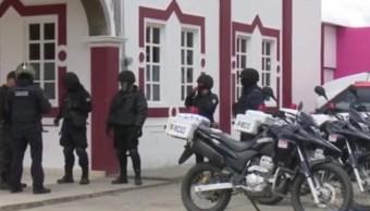 Habitantes retienen y desarman a policías en Cañada Morelos, Puebla