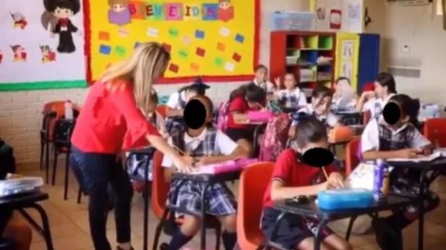 Foto: Una maestra dando clases a alumnos de una escuela, 12 septiembre 2019