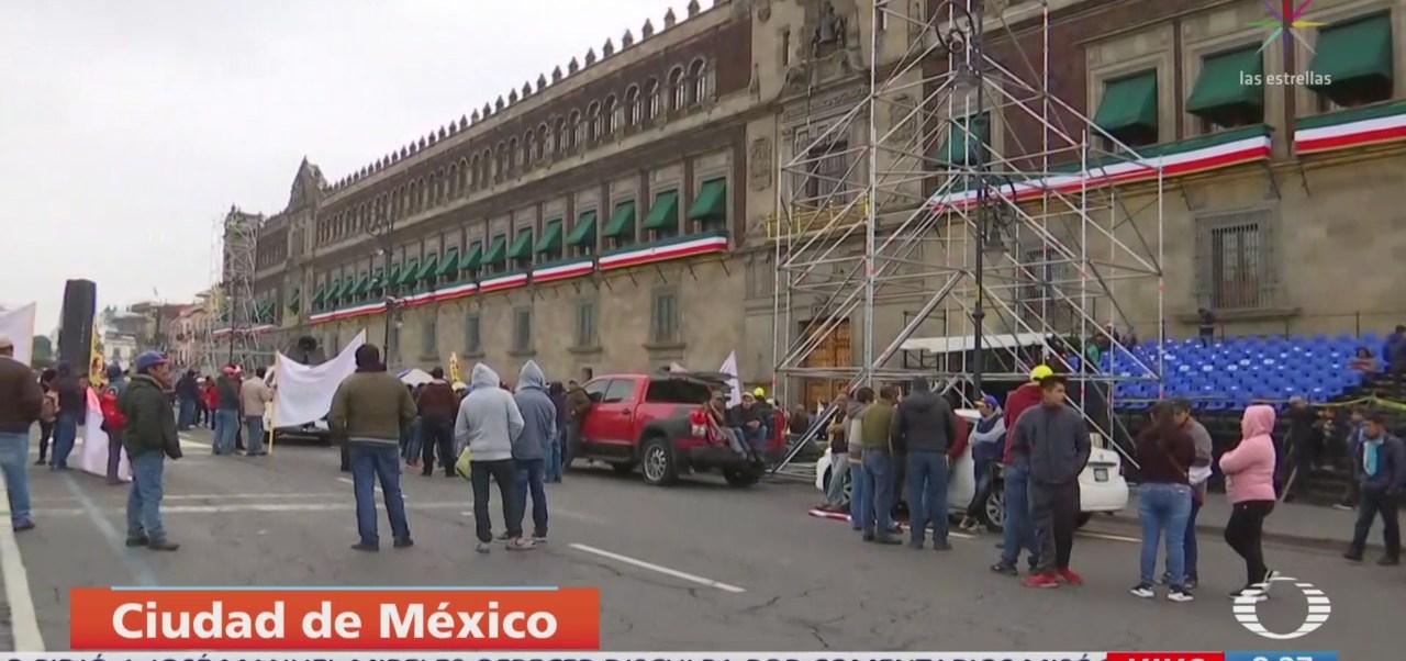 Manifestantes bloquean accesos a Palacio Nacional, CDMX