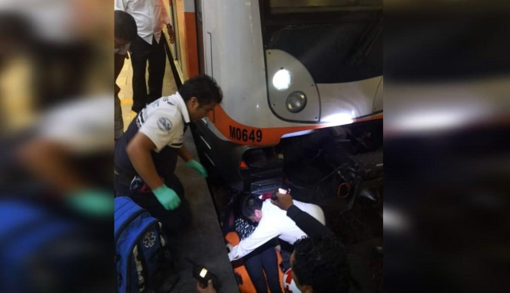 Foto:_ Una mujer se arrojó a las vías del Metro y fue rescatada con vida, 4 septiembre 2019