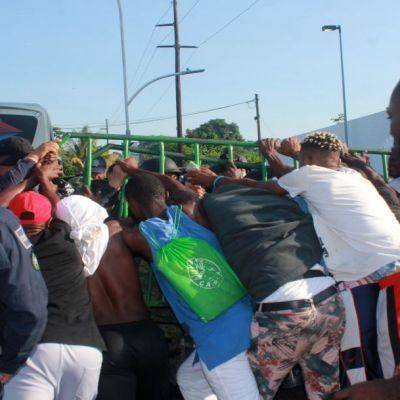 Migrantes africanos en Chiapas no están confinados y rechazan refugio: Ebrard