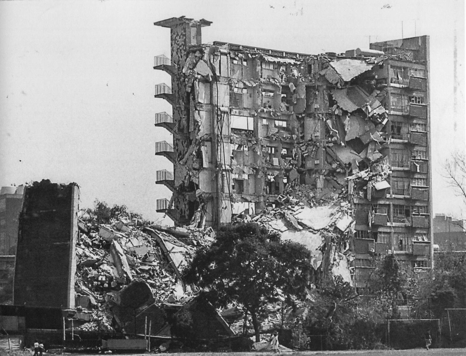 Entrevista con Enrique Metinides sobre el terremoto de 1985