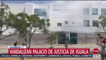 FOTO: Video Normalistas Vandalizan Palacio Justicia Iguala Guerrero
