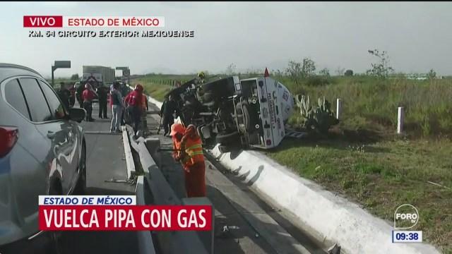 Pipa de gas vuelca en el Circuito Exterior Mexiquense