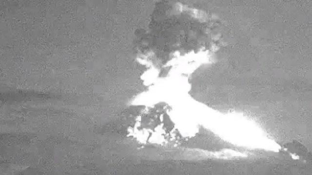 Popocatépetl presenta cuatro explosiones acompañadas de ceniza y material incandescente