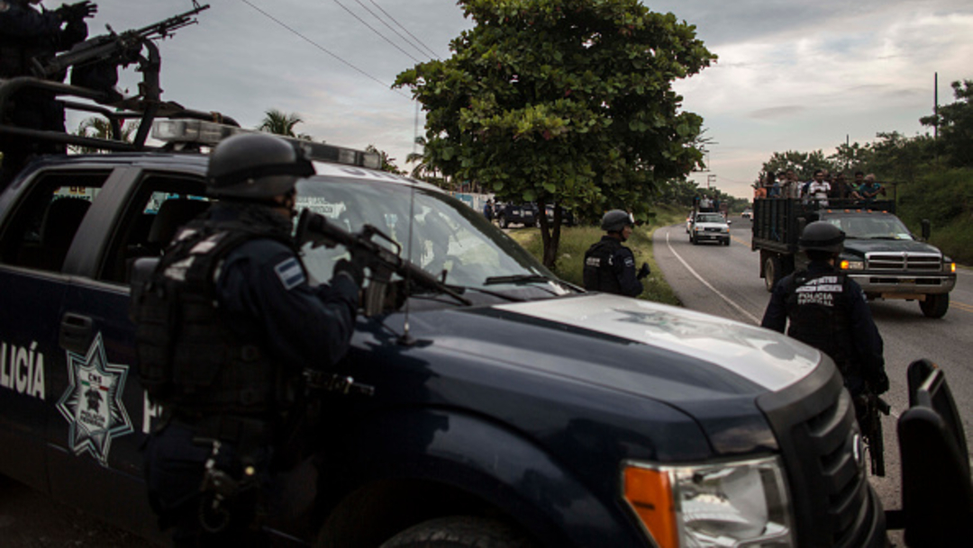 Imagen: Tras realizar la inspección con apoyo del Equipo de Rayos Gamma, los migrantes originarios de Honduras, El Salvador, Guatemala y Cuba fueron rescatados, 4 de septiembre de 2019 (Getty Images, archivo)
