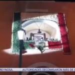 FOTO: Se cae la bandera durante Grito de Independencia en Mineral del Monte, Hidalgo, 16 septiembre 2019