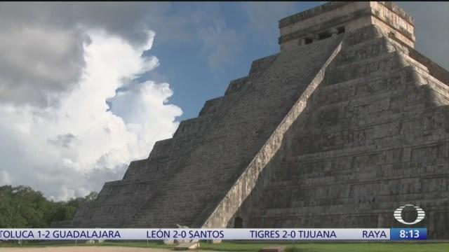 Serpiente emplumada desciende en castillo de Chichén-Itzá