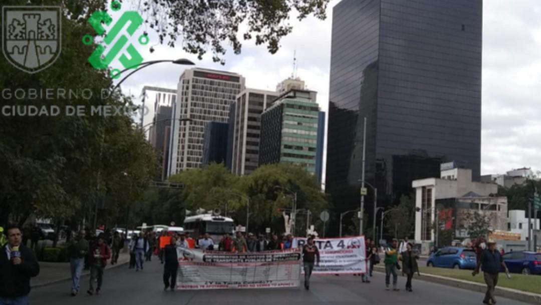 FOTO Transportistas marchan sobre Paseo de la Reforma, CDMX (Twitter Ovial)