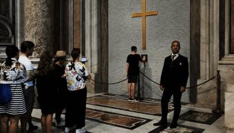 Feligreses en la Basílica de San Pedro