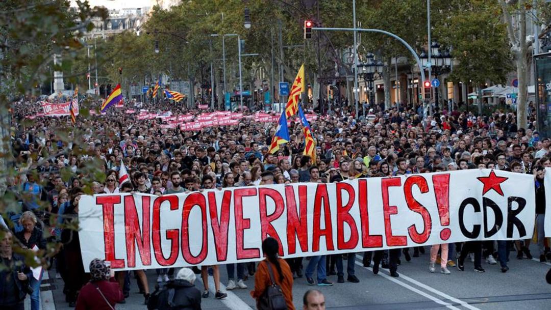 Foto: Miles se manifestaron en Barcelona contra la sentencia de sus líderes, 16 de octubre de 2019, (EFE)