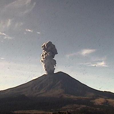 Volcán Popocatépetl emite exhalación de 2 kilómetros de altura