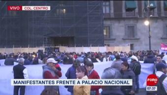 Alcaldes de diferentes municipios se manifiestan en Palacio Nacional