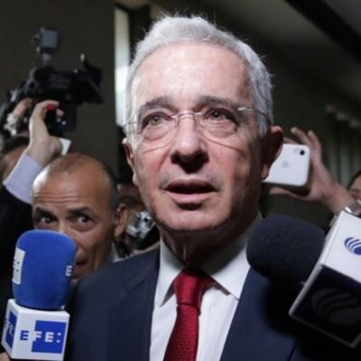 Expresidente colombiano Álvaro Uribe comparece por presunto soborno y fraude