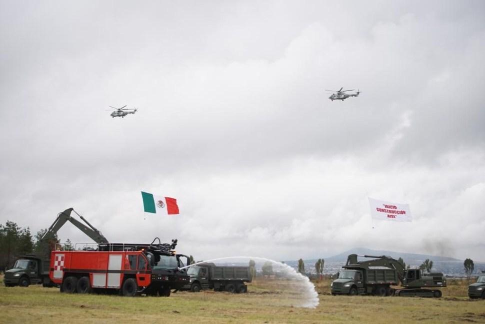 Foto AMLO atestigua inicio de obras de construcción del Aeropuerto en Santa Lucía